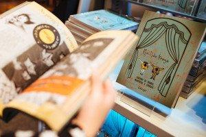 Brasília(DF), 15/08/2015 - Entrevista com Ronaldo Fraga no lançamento da segunda edição do seu livro sobre pesquisas para desenvolver coleções de moda. Foto: Bruno Pimentel/Metrópoles