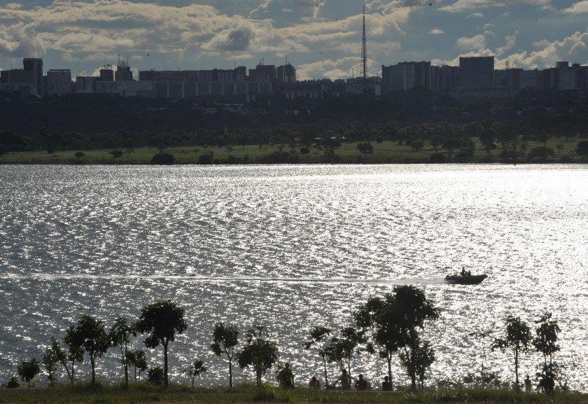 Resultado de imagem para captação de agua do lago paranoa