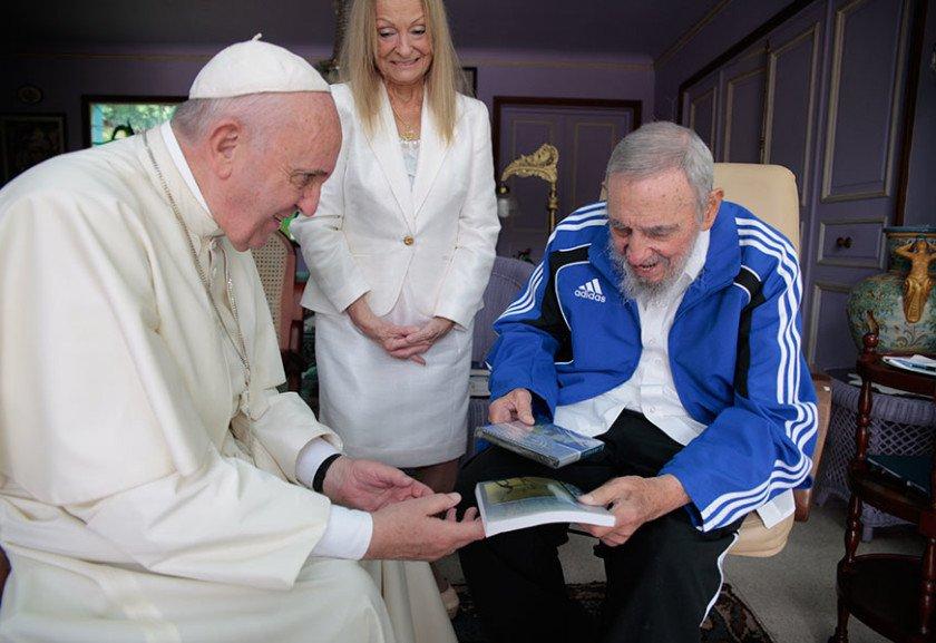 http://uploads.metropoles.com/wp-content/uploads/2015/09/22133409/IF_Papa_Francisco_Fidel_Cuba_21092015_001-900-840x577.jpg