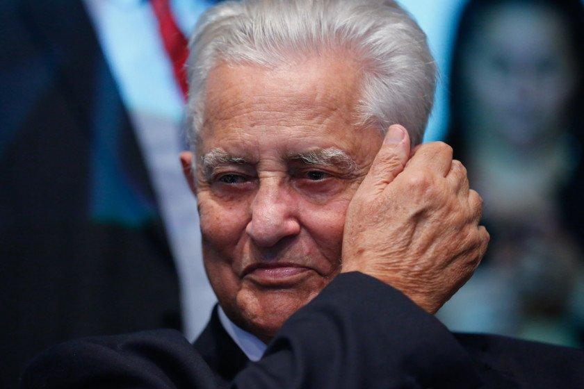 Ex-governador Joaquim Roriz amputa a perna