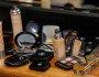 O estoque das maquiagens importadas se renova em viagens e encomendas