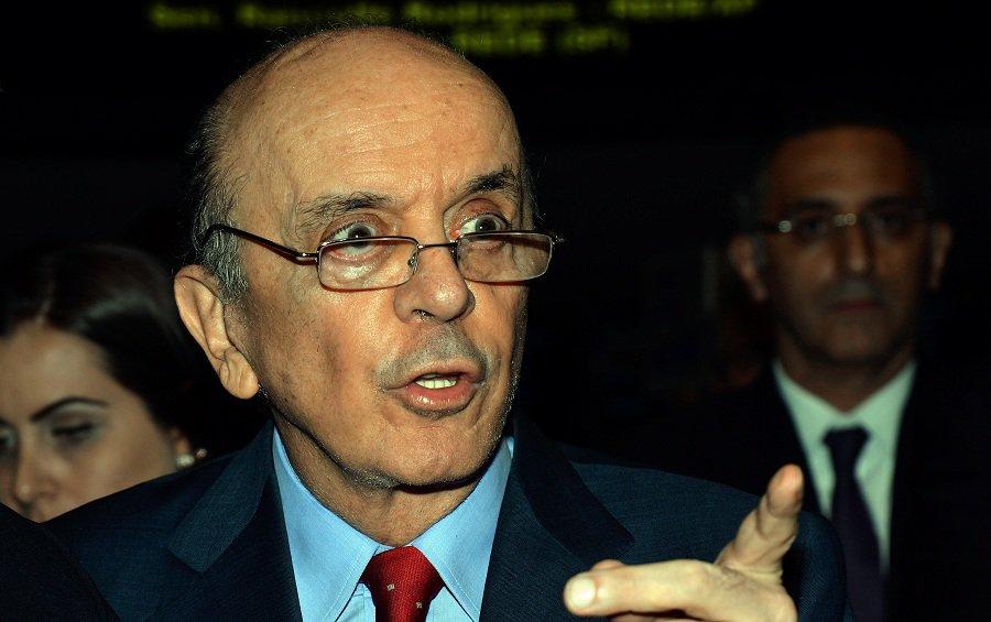 Brasília - O senador José Serra durante sessão Congresso Nacional para apreciar e votar vetos presidenciais (José Cruz/Agência Brasil)