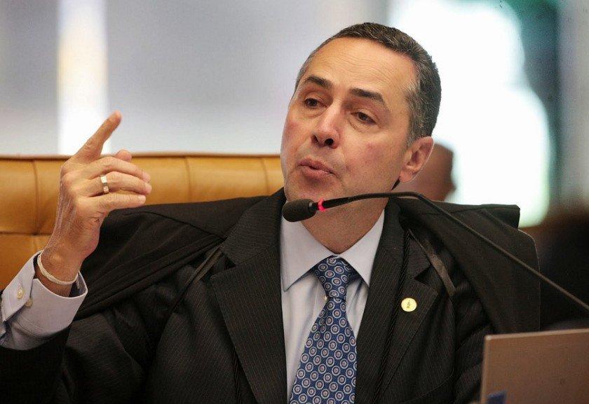 Briga entre ministros Mendes e Barroso gera memes