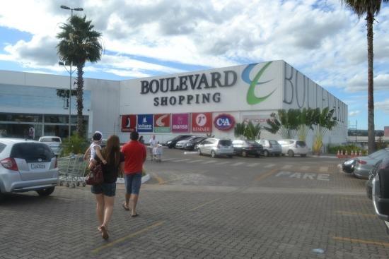 b1b1d86cec6 Assaltantes armados roubam joias de uma loja no Boulevard Shopping