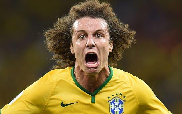 David Luiz comemora gol pelo Brasil