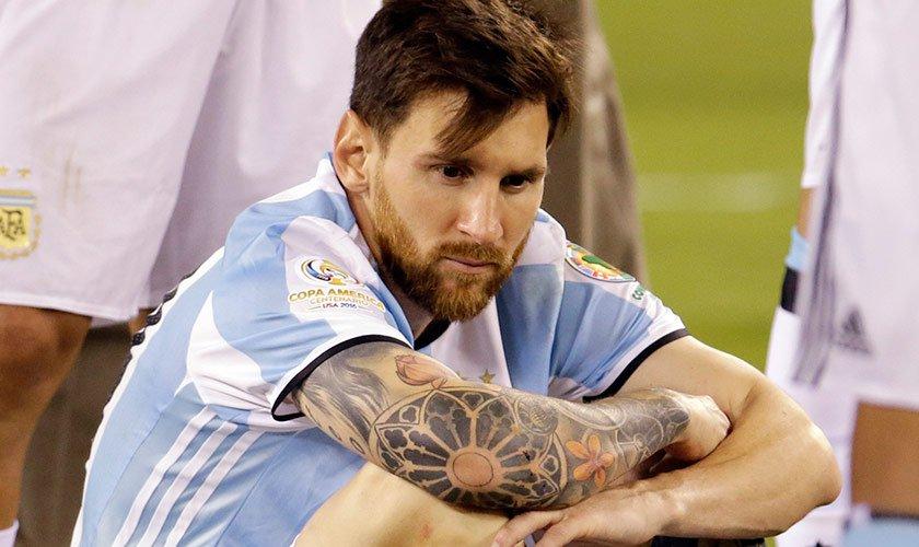 Sósia de Messi é levado pela polícia após causar tumulto no Irã fbd816c6d6699