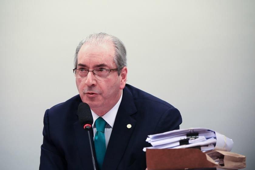 Defesa de Cunha apresenta exame que comprova doença