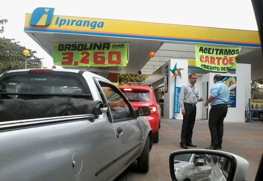 Resultado de imagem para gasolina R$ 3,25