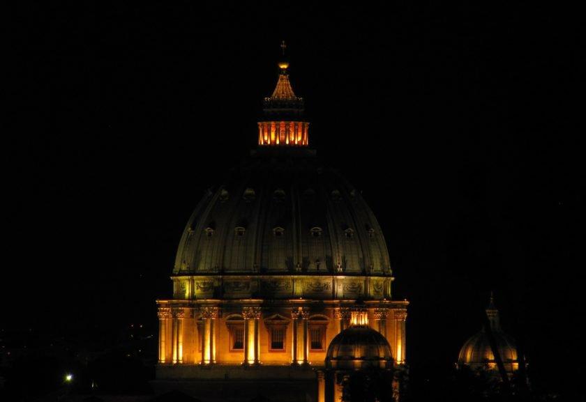 Resultado de imagem para Vaticano tem queda em seu déficit orçamentário em 2015