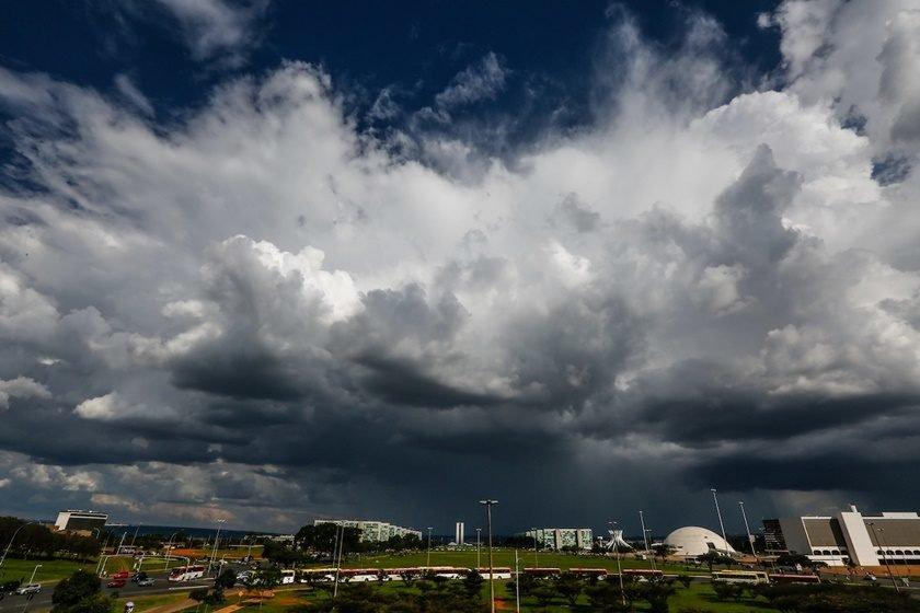 Resultado de imagem para chuva e SOL brasilia