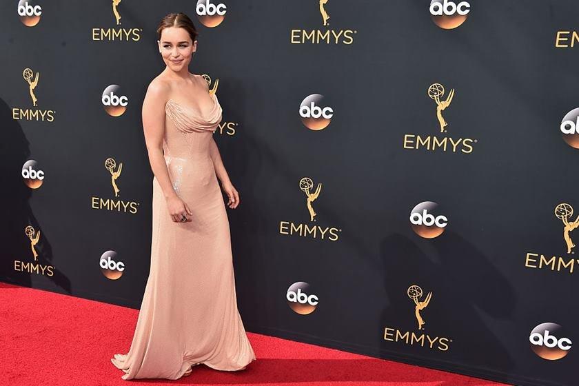 Atriz Emilia Clarke