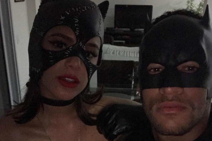 Com fantasias combinando, Neymar posta foto com Bruna Marquezine