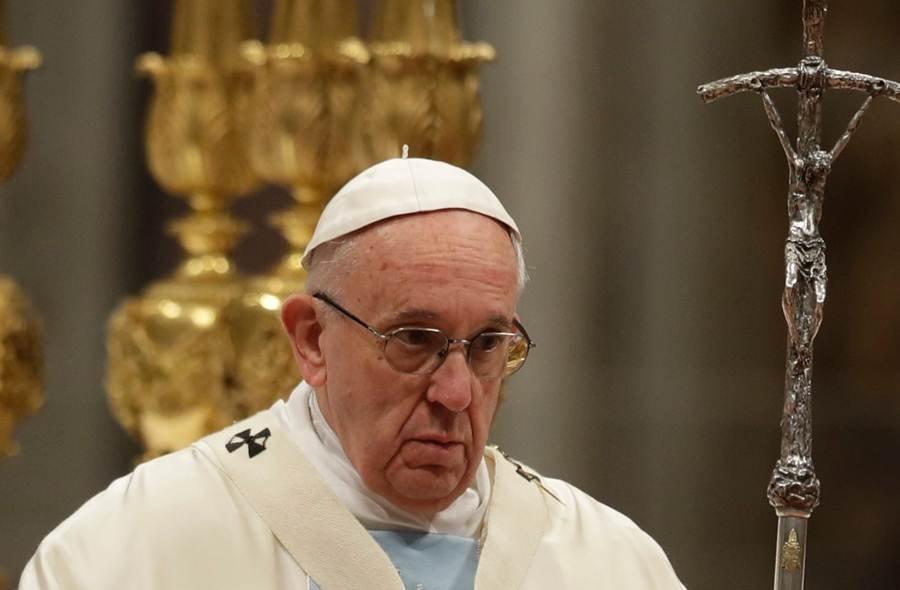Papa Francisco fica preso em elevador e se atrasa para missa