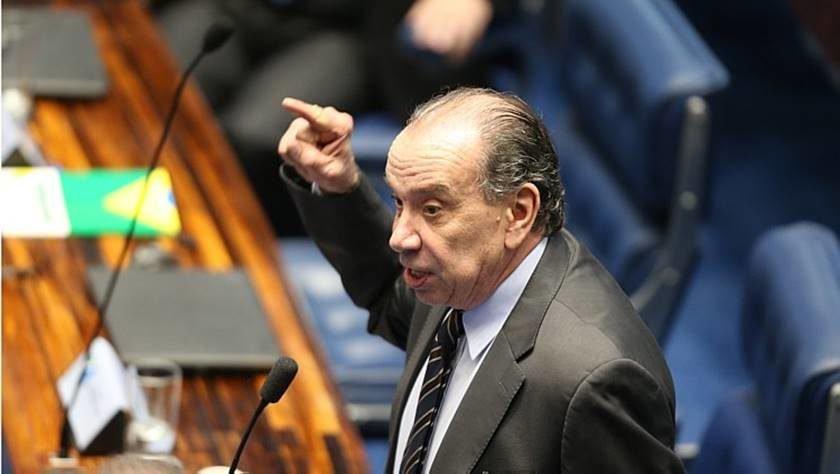 PSDB não rompeu com governo, afirma Aloysio Nunes