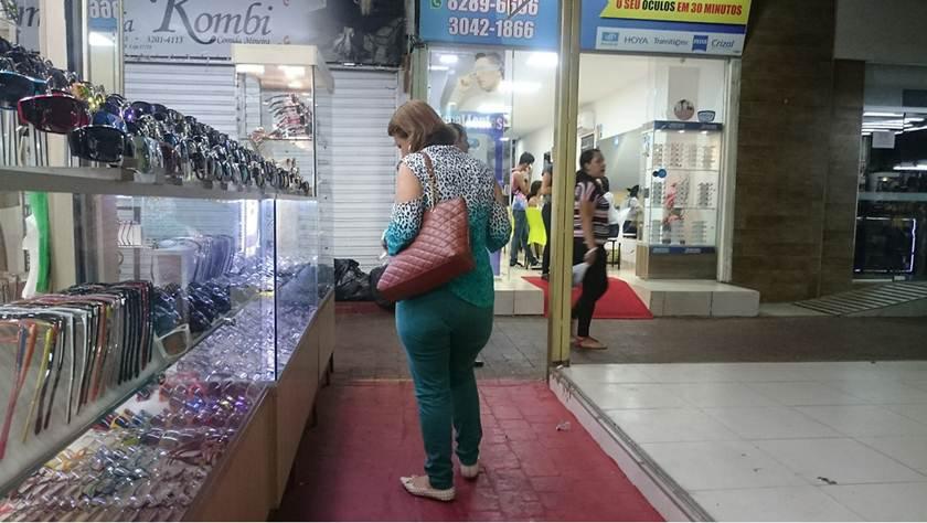 5354c085b Máfia investe em lentes piratas de óculos na Feira dos Importados
