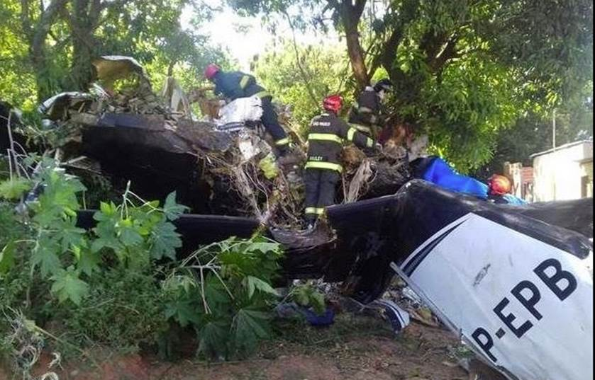 Avião bimotor cai em Sorocaba e duas pessoas morrem