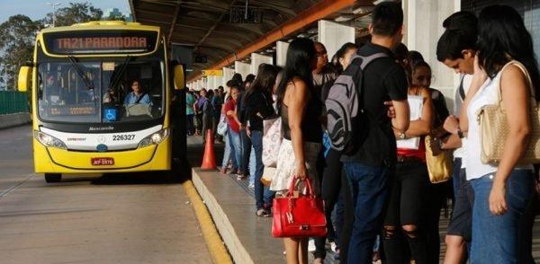 Situação do transporte público em Brasília. - Brasília(DF), 24/02/2016