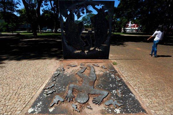 Monumento Praça do Compromisso Caso Galdino 2