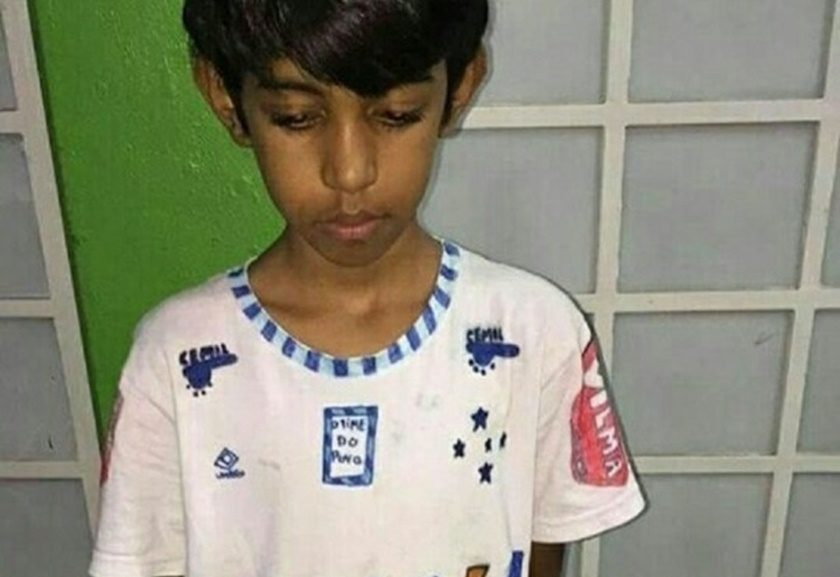 Torcedores dão camisa do Cruzeiro a garoto que mobilizou redes sociais