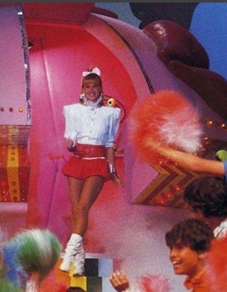 Xuxa grava vídeo e lembra filme antigo: 'Querem me chamar de pedófila'