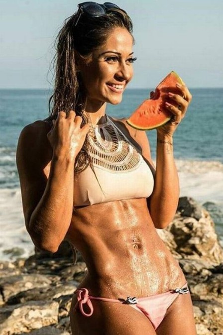Após coaching, Mayra Cardi posta antes e depois de Larissa Manoela ... b0ffd61819