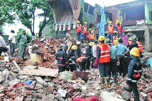 Queda de muro deixa 23 mortos durante festa de casamento na Índia