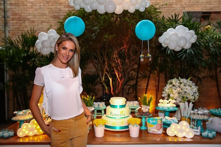 Ana Hickmann será madrinha de casamento de Ticiane Pinheiro e César Tralli
