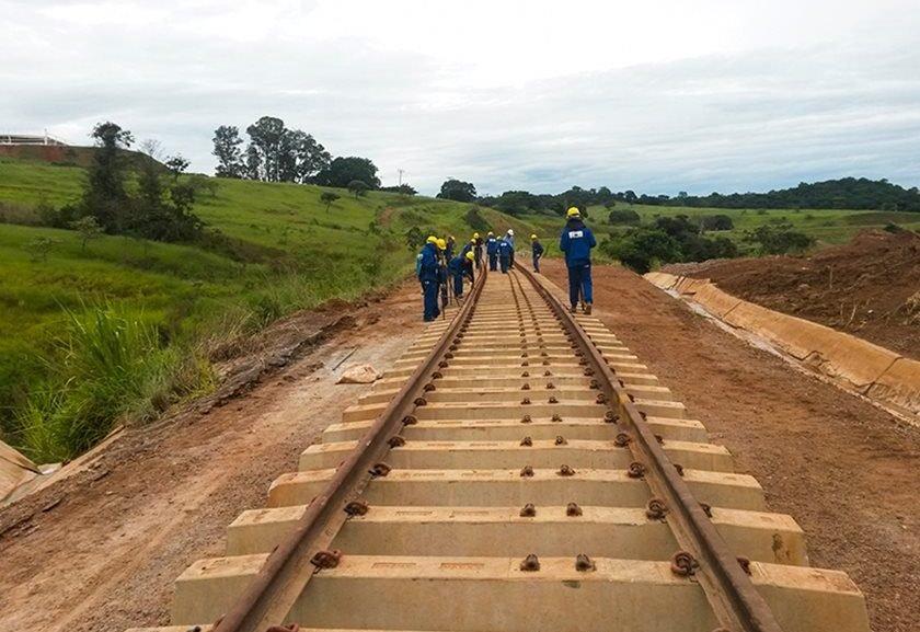 Resultado de imagem para Ferrovia Norte-Sul