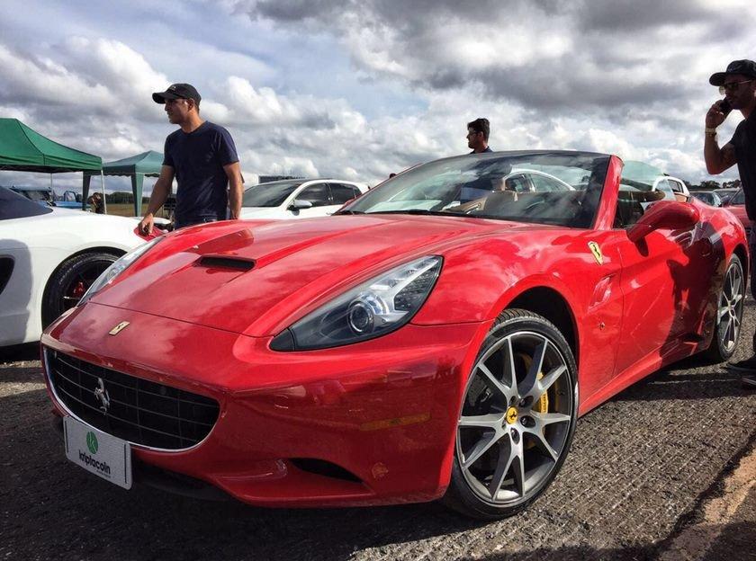 Ferrari capotada