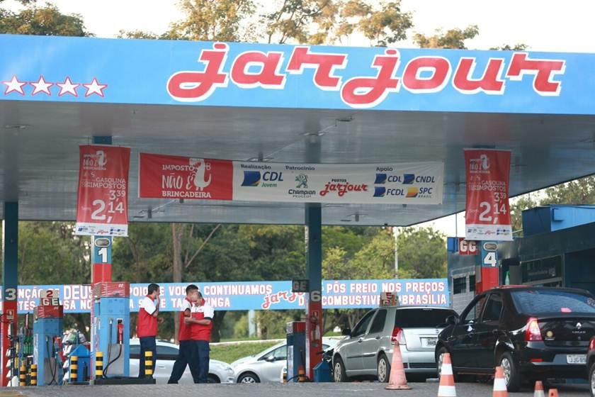 Gasolina ainda mais barata no df pre o cai a r 3 15 for Gasolina barata tenerife