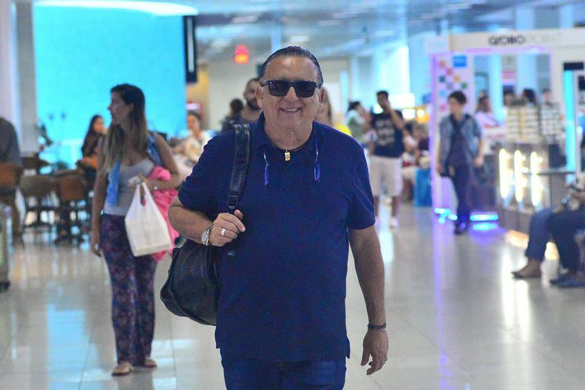 aaa356684_galvao_bueno_embarca_para_ensaio_de_sua_peca_no_aeroporto_santos_dumont_exclusiva_g