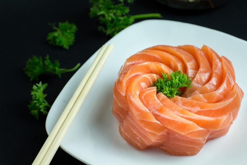 MaYuu Sushi_Sashimi de salmão_Thiago Bueno