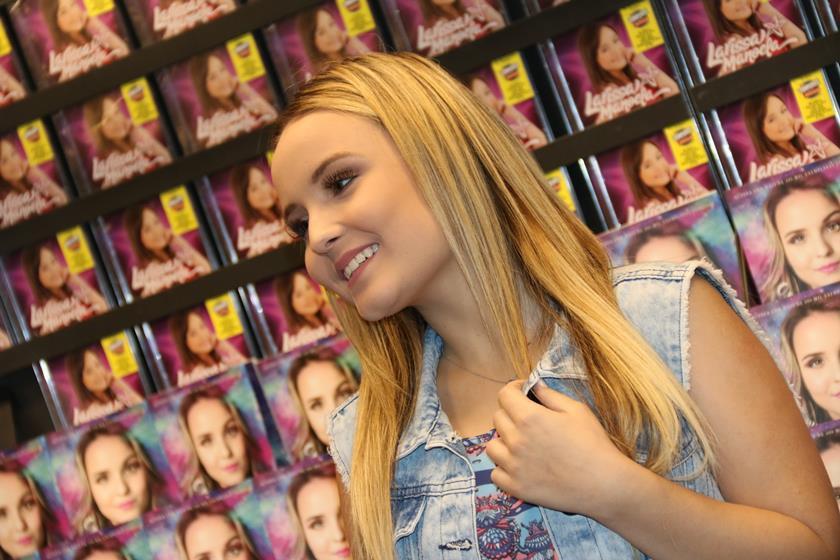agnews foto larissa manoela no lancamento de seu livro na livraria saraiva do shopping new york center na barra da tijuca 20170612 0925 g  (3) c85897803d