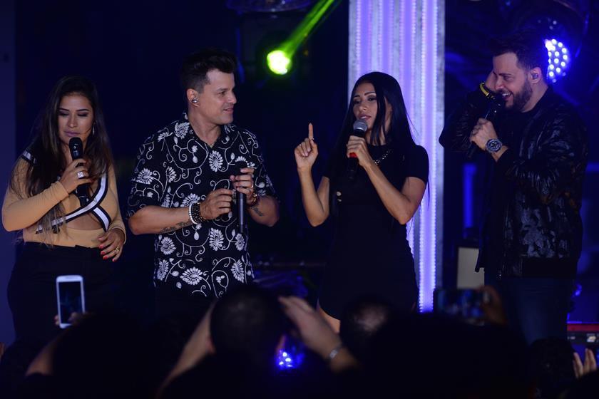 a448718_joao_neto_e_frederico_gravam_com_convidados_novo_dvd_em_sintonia_em_goianiago_g