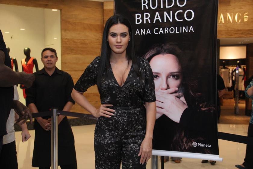 Letícia Lima comemora 4 anos de namoro com Ana Carolina