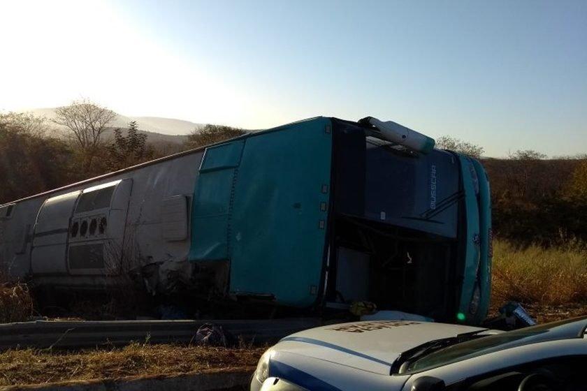 Acidente de ônibus mata várias pessoas em Minas Gerais