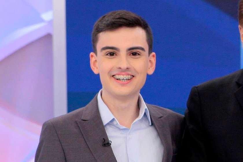 """7 7Recentemente, o apresentador mirim se envolveu em polêmicas no programa  de Silvio Santo. """" 6451ac6e49"""