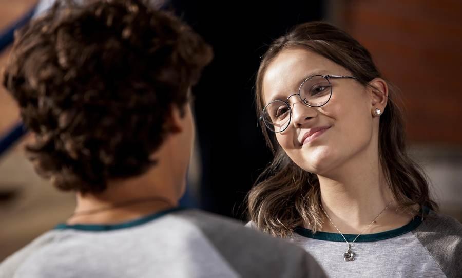 """Crítica  """"Meus 15 Anos"""" cria universo teen em torno de Larissa Manoela ef25df834c"""