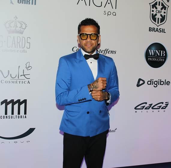 Neymar Daniel Alves Confira Os Boleiros Que Entraram: Sem Dor De Cotovelo: Solteiro, Neymar Dança Até O Chão Em
