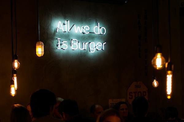 Brasília (DF), 30/11/2016 - Páprica Burguer é a nova hamburgueria da cidade. Local: Asa NorteFoto: Giovanna Bembom/Metrópoles