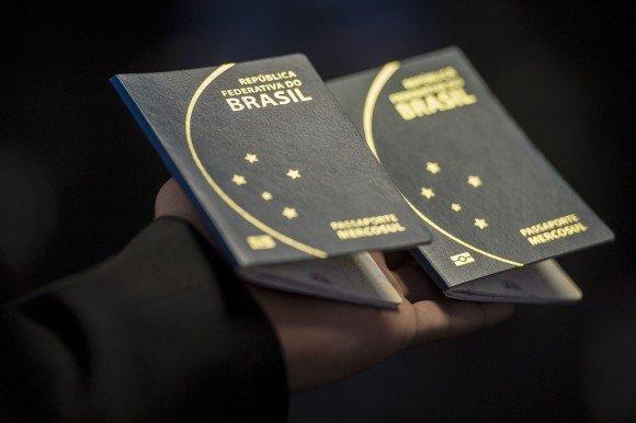 Congresso brasileiro aprova liberação de crédito para retomada da emissão de passaportes