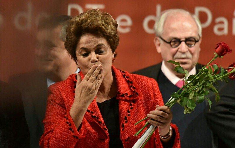 Lula diz que Maia se prepara para ser 'seguidor do golpe'