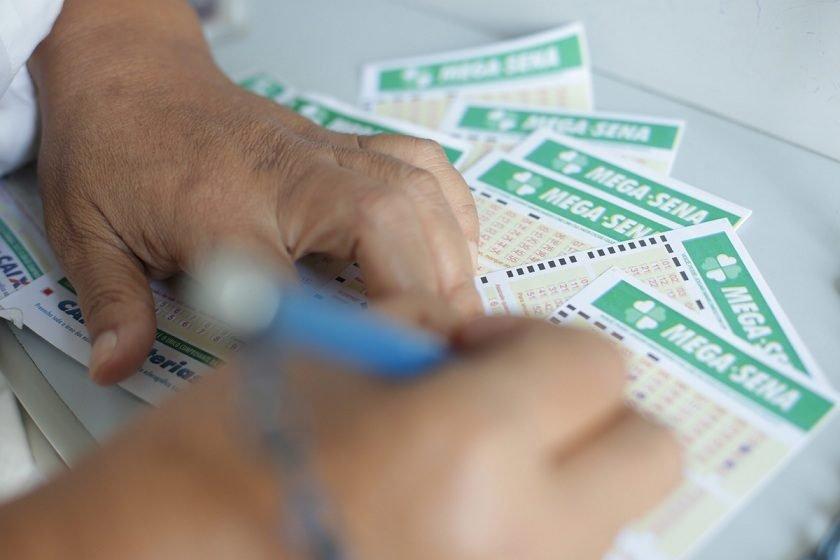 Ninguém acerta e prêmio acumula em R$ 90 milhões — Mega-Sena