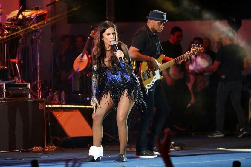 Ivete Sangalo torce o pé durante show em Brasília