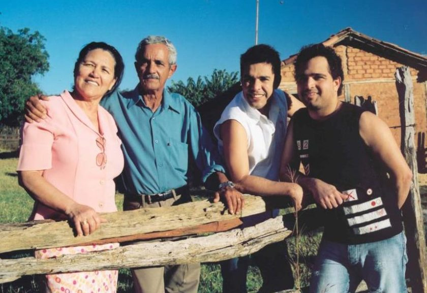 Pai de Zezé di Camargo e Luciano é internado em Goiânia — Susto