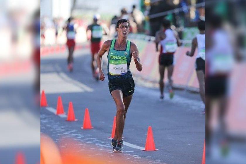 Caio Bonfim garante o bronze na marcha atlética pelo Mundial