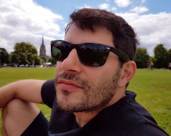 Longe da TV, Evaristo Costa aparece barbudo e ganha elogios