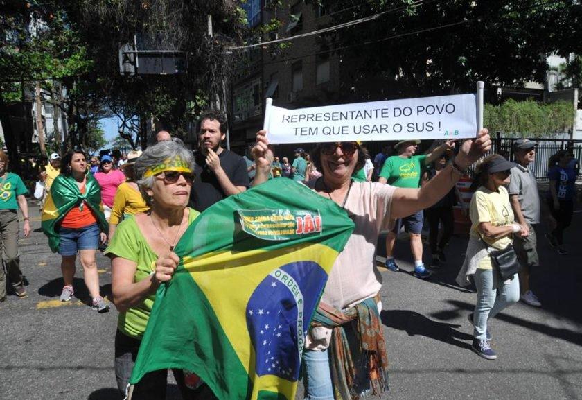 Manifestantes fazem ato contra a corrupção na Zona Sul do Rio