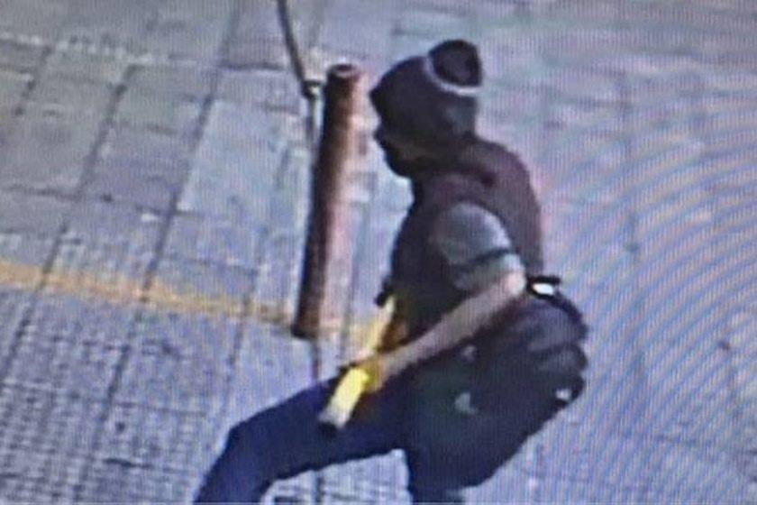 Moradores de rua são mortos com golpes de barra de ferro