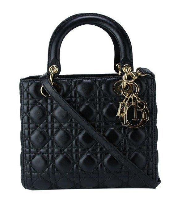 f8cb416e3f682 Para quebrar o cofrinho  conheça sete lojas on-line de marcas de luxo